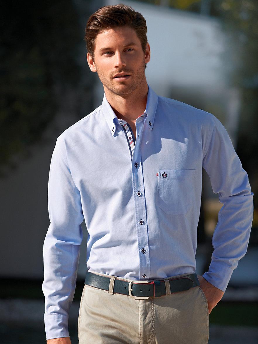 chemise bleu ciel c 39 est un intemporel que vous pouvez porter surtout en t. Black Bedroom Furniture Sets. Home Design Ideas